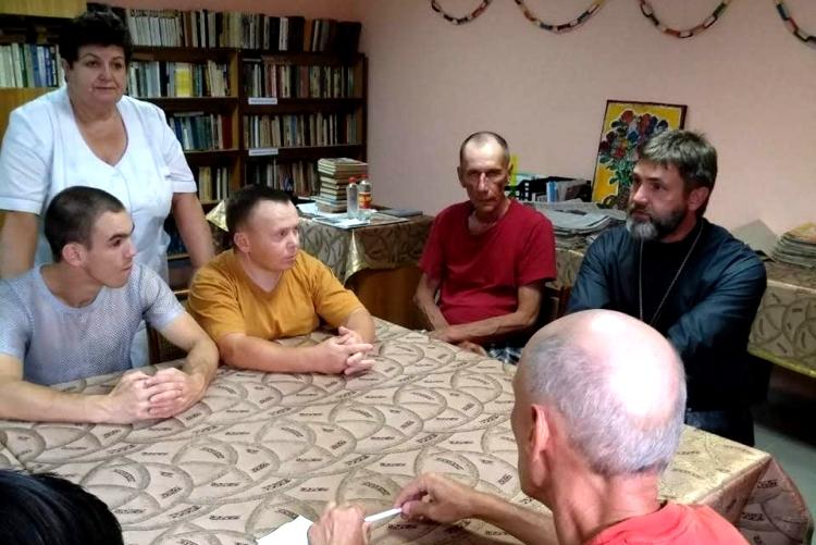 Священник посетил психоневрологический интернат