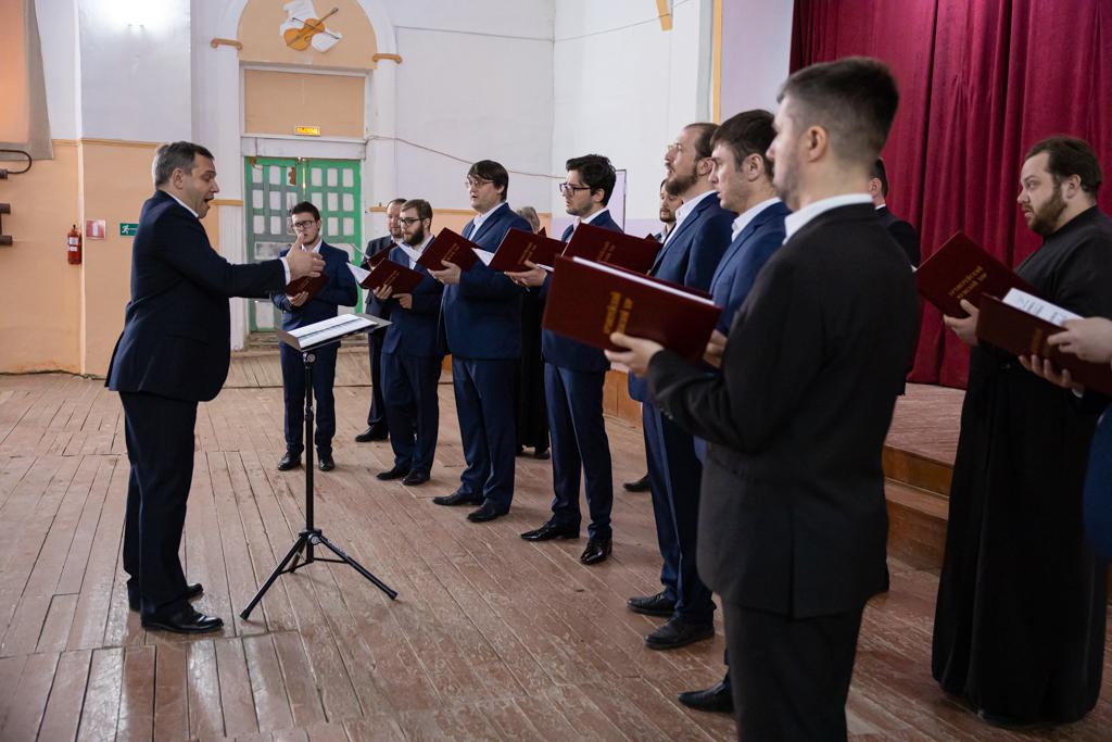 Архиерейский мужской хор Саратовской митрополии выступил в Балашовской епархии