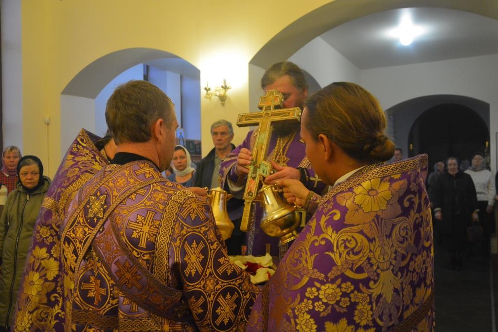 Всенощное бдение в храме в честь Воздвижения Честного и Животворящего Креста Господня г. Балашова