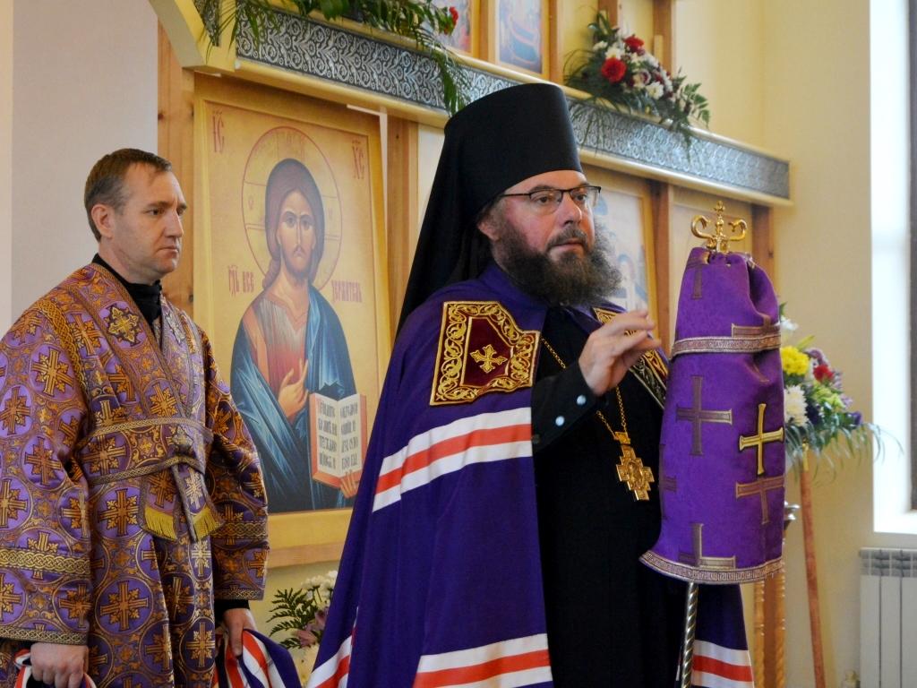 Божественная литургия в храме в честь Воздвижения Честного и Животворящего Креста Господня г. Балашова