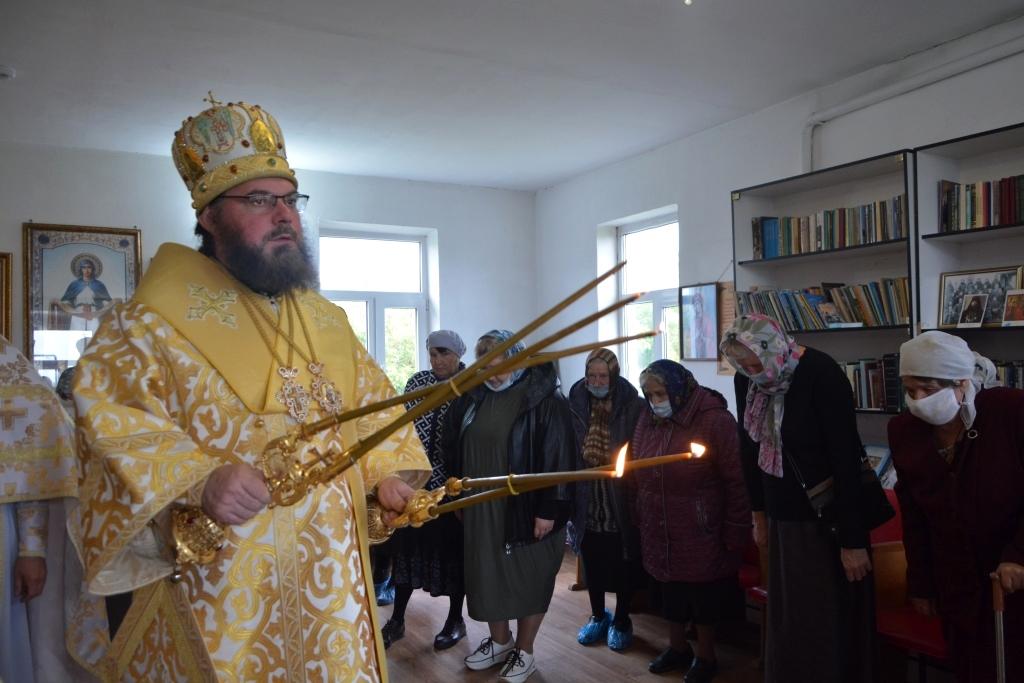 Божественная литургия в храме в честь Успения Пресвятой Богородицы с.Тростянка