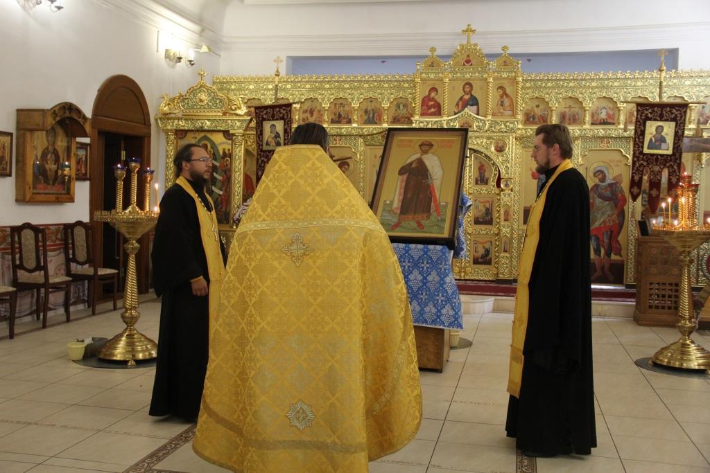 В Покровский женский монастырь г.Балашова доставлена икона святого князя Александра Невского с частицей мощей